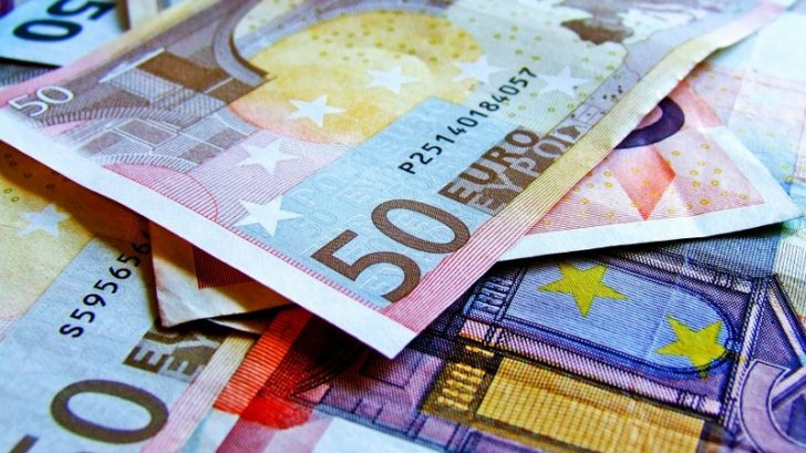 bank-banking-banknote-262558_800x596